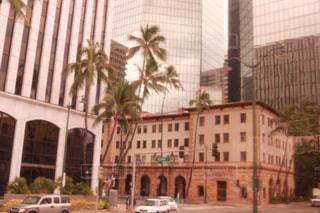 近くの建物の前の通りをの写真・画像素材[1233926]