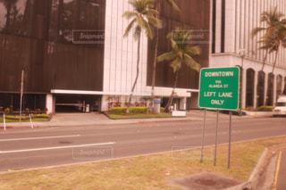 道の端にサインの写真・画像素材[1233927]