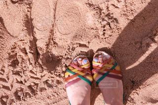砂漠の中の人の写真・画像素材[1234000]