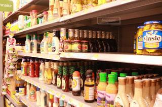 オープン冷蔵庫は食べ物でいっぱいの写真・画像素材[1234316]
