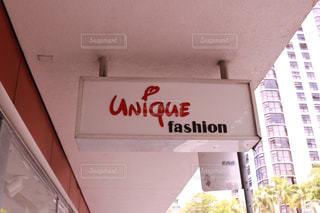 建物の側面にある記号の写真・画像素材[1234319]