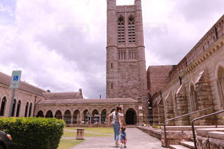 れんが造りの建物の前に時計塔の写真・画像素材[1234346]