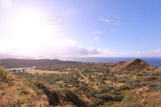 近くの丘の中腹のアップの写真・画像素材[1234367]