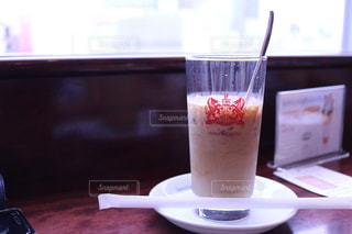 テーブルの上のコーヒー カップの写真・画像素材[1270663]