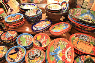 テーブルの上に食べ物の多くの異なる種類の写真・画像素材[1380475]