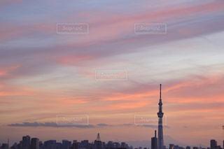 夕暮れ時の都市の景色の写真・画像素材[1400308]