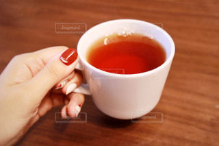テーブルの上のコーヒー カップの写真・画像素材[1475924]