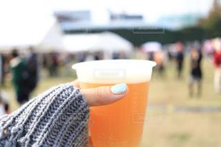 近くにオレンジ ジュースのガラスのの写真・画像素材[1628758]