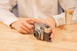 カメラを持っている人の写真・画像素材[1808755]