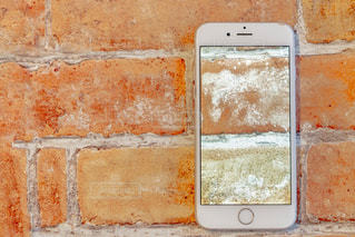 近くに白いレンガの壁のアップの写真・画像素材[1862894]