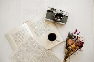 テーブルの上の花瓶の写真・画像素材[2293217]