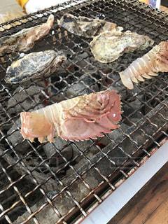 グリルの上に食べ物の写真・画像素材[785425]
