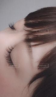 女性の髪をかきあげるの写真・画像素材[1778157]