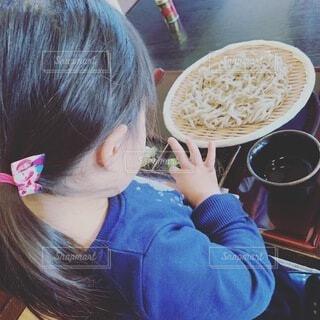 蕎麦と子どもの写真・画像素材[3951441]