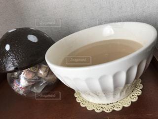 テーブルの上のコーヒー カップの写真・画像素材[1029051]