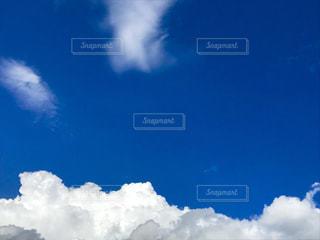 青い空に雲の写真・画像素材[1305836]