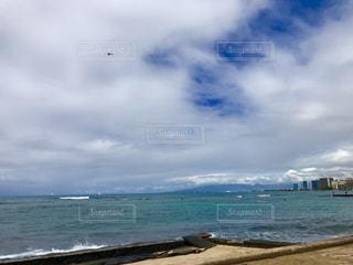 海の横にある砂浜のビーチの写真・画像素材[1533273]