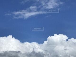 空には雲のグループの写真・画像素材[1533817]