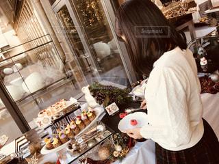 台所で食品を準備する人の写真・画像素材[1618224]