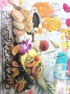 テーブルに飾られたケーキの写真・画像素材[1678582]