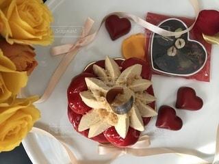 皿の上の果物とケーキの写真・画像素材[1770253]