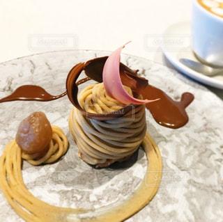 テーブルの上にコーヒーを一杯入れるの写真・画像素材[3060871]