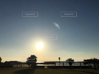 朝陽の海岸の写真・画像素材[1067415]