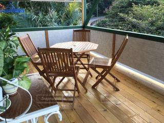 木製のダイニング テーブルの写真・画像素材[991986]