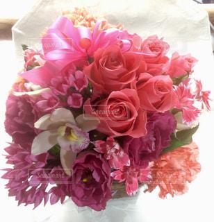 ピンクの花で一杯の花瓶 - No.1256863