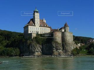 水の体の前に水の城の写真・画像素材[820761]