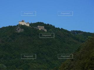背景の山と木の写真・画像素材[820762]