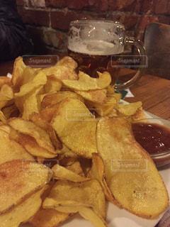 サンドイッチと皿にフライド ポテトの写真・画像素材[820765]