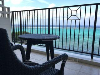 沖縄のリゾートホテルのバルコニーからの写真・画像素材[1119956]