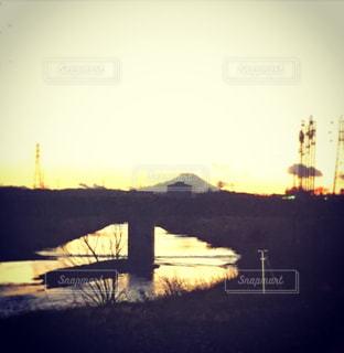 夕焼けに染まる富士山の写真・画像素材[990622]