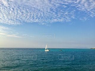 沖縄の海とヨットの写真・画像素材[992283]