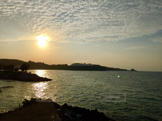 海に沈む夕日の写真・画像素材[992284]