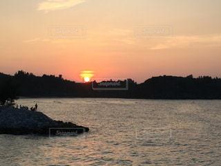 海に沈む夕日の写真・画像素材[992285]
