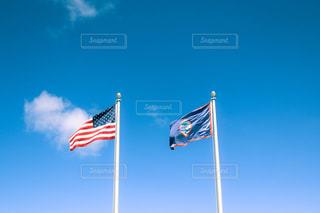 近くの旗のアップの写真・画像素材[965399]