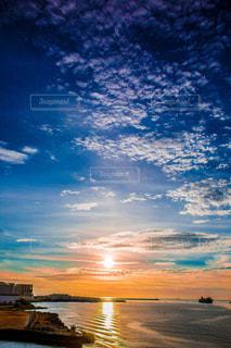海に沈む夕日の写真・画像素材[1315189]
