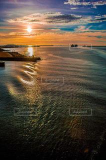 幻想的な夕日の写真・画像素材[1315190]