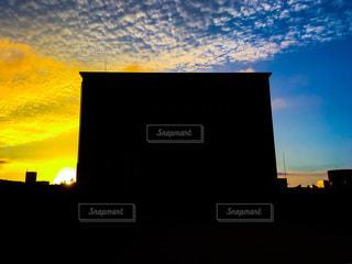 逆光の校舎の写真・画像素材[1456200]
