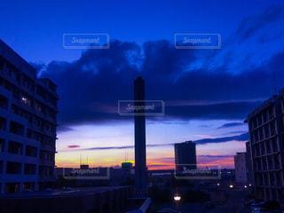 夕暮れ時の都市の景色の写真・画像素材[1456209]