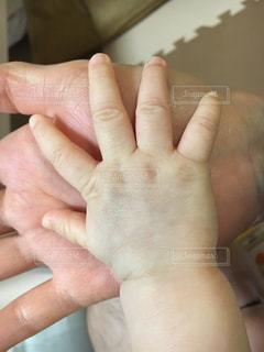 赤ちゃんの手の写真・画像素材[1141901]