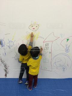 絵を描く子の写真・画像素材[536655]