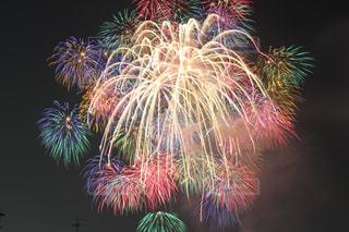 空に花火の写真・画像素材[846862]