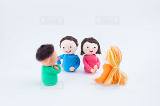 外国人とのコミュニケーション @手作り紙粘土人形の写真・画像素材[2720584]