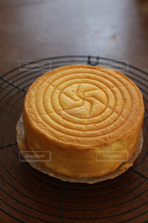 焼き立てのスポンジケーキの写真・画像素材[3083737]