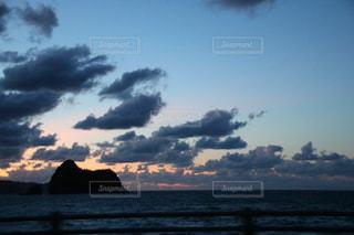 水体の空に雲 - No.716360