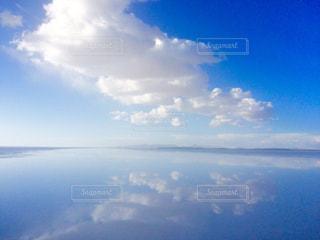 ウユニ塩湖の鏡張りの写真・画像素材[1282250]