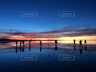 夜明けのウユニ塩湖の写真・画像素材[1282268]